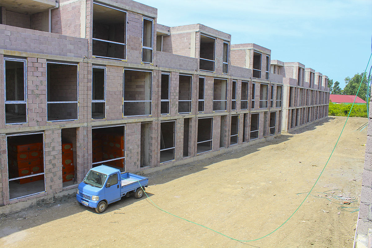 Polo Villas complex construction dynamics